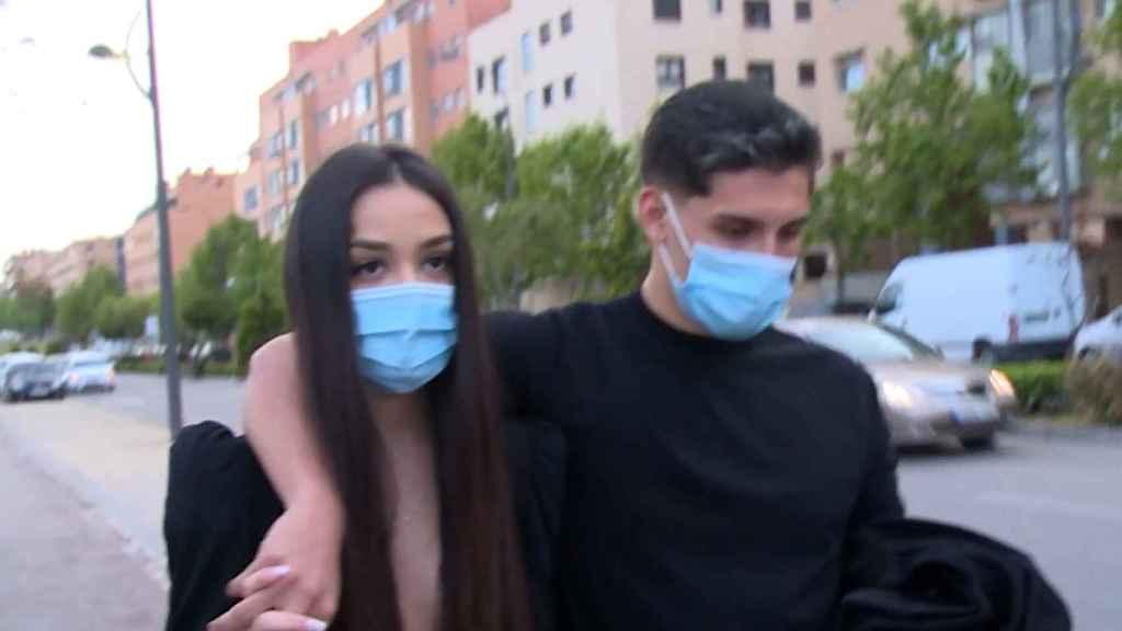 Julia Janeiro junto a su novio, Brayan Mejía, el día de su 18 cumpleaños.
