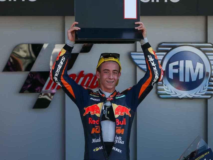 Pedro Acosta, líder en el Gran Premio de Portugal