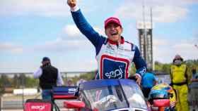 Álex Palou, celebrando su victoria en la IndyCar en el GP de Alabama