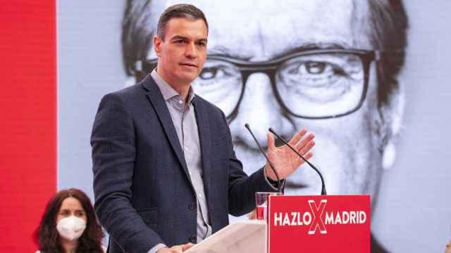 El presidente del Gobierno, Pedro Sánchez, en un acto de campaña de Ángel Gabilondo.