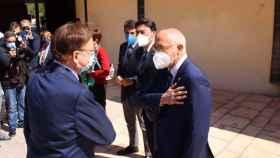 El alcalde Jesús Villar saluda a Ximo Puig en una imagen reciente