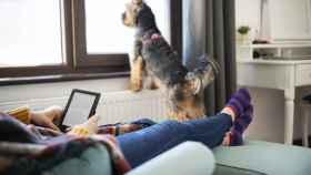 Dispositivos para leer cómodamente en casa o de camino al trabajo y la universidad
