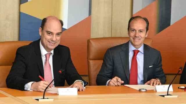 El consejero delegado de Santander España, Rami Aboukhair, y el consejero delegado de Mapfre Iberia, José Manuel Inchausti.