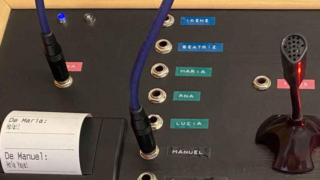 El Yayagram funciona conectando cables físicamente
