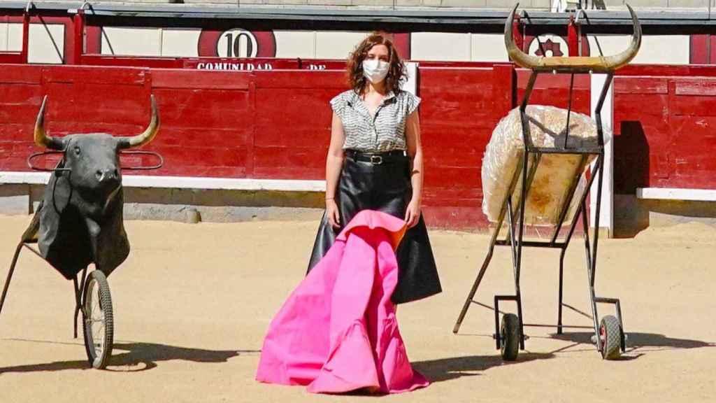 La presidenta de la Comunidad de Madrid, Isabel Díaz Ayuso, en una plaza de toros.