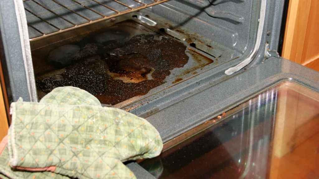 Trucos para limpiar el horno sin productos químicos.