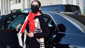 Isabel Pantoja en su reaparición, ocho meses después, en el aeropuerto de Jerez.
