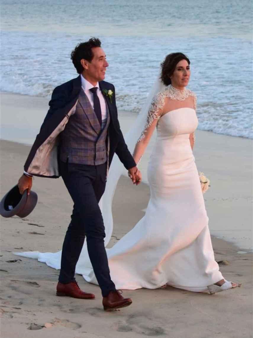 Paz y Antonio se casaron en su querida playa de Zahara en 2016.