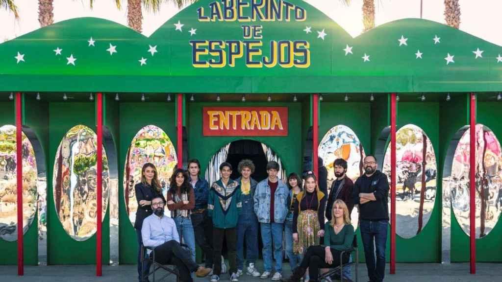 El equipo de 'Paraíso' en el parque de Santa Pola, durante el rodaje de la serie en febrero de 2020.