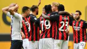 Los jugadores del AC Milan celebran un gol en la Serie A