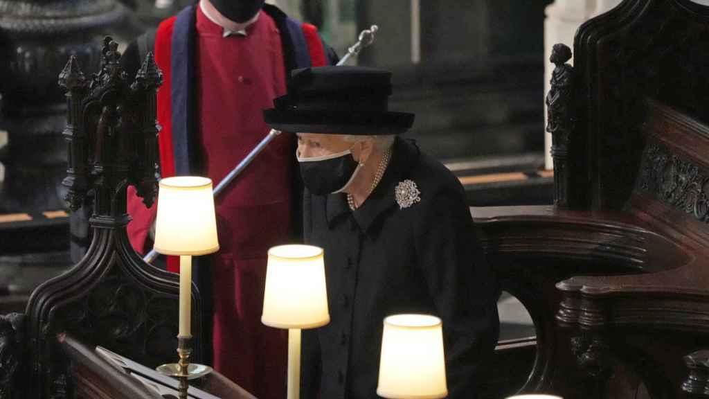 La reina Isabel durante el funeral de su marido.