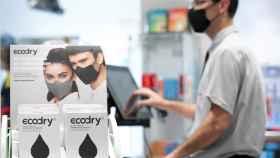 Un expositor con mascarillas Ecodry.