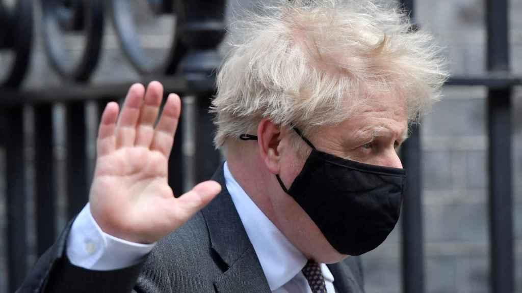 Boris Johnson saliendo de Downing Street