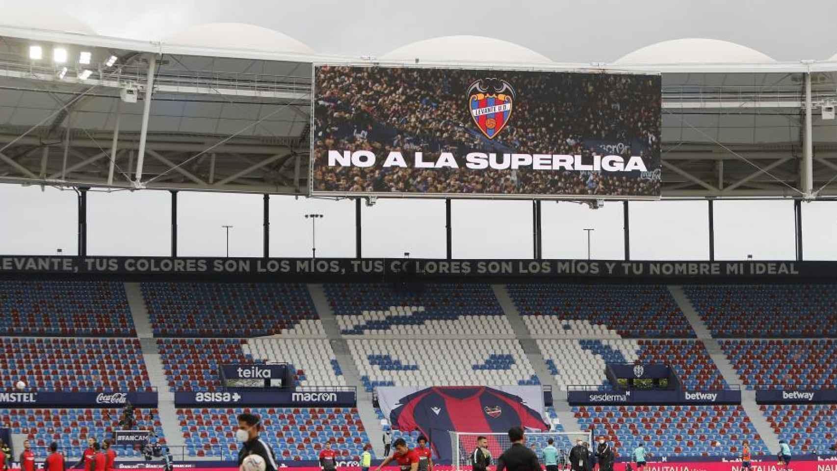 Mensaje contra la Superliga en el campo del Levante, el Ciudad de Valencia