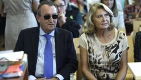 Carlos Fabra y María Amparo Fernández, su esposa. EE