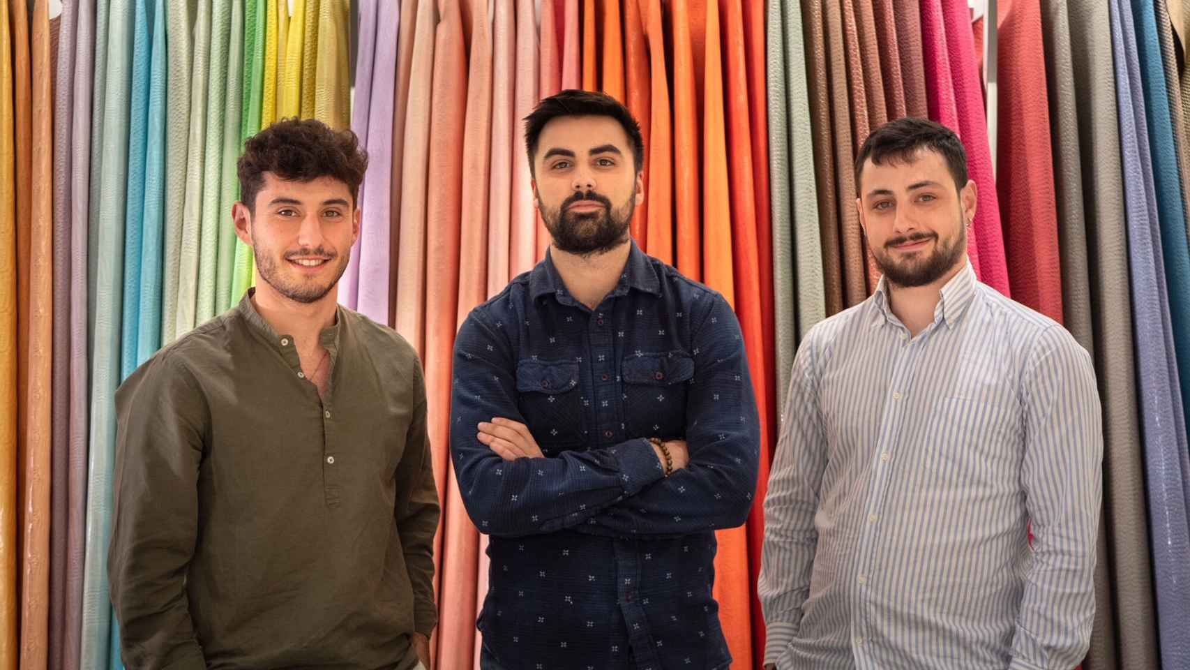 De izquierda a derecha, los tres jóvenes cofundadores de Texlenet, Pablo Pérez, Jorge San Martín y Giulio Romagnolo.