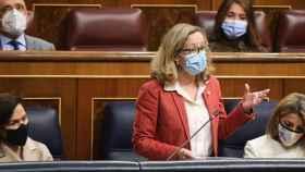 La vicepresidenta segunda del Gobierno, Nadia Calviño, responde a la pregunta del portavoz del Grupo Parlamentario Vox