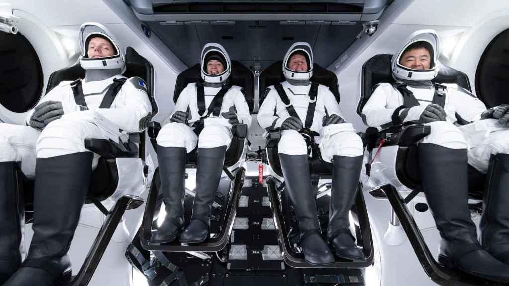 Tripulación de la Crew-2 de la NASA en la cápsula Dragon