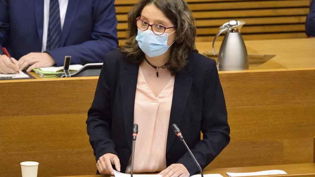 Mónica Oltra, durante su comparecencia de este miércoles en Les Corts Valencianes. EE