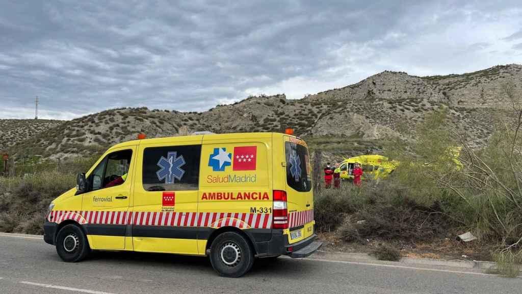 La ambulancia del Summa 112 y el helicóptero medicalizado.