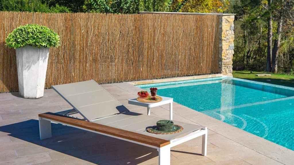 Una piscina de urbanización.