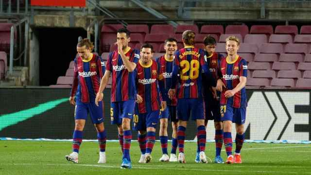 La plantilla del Barça celebra su gol