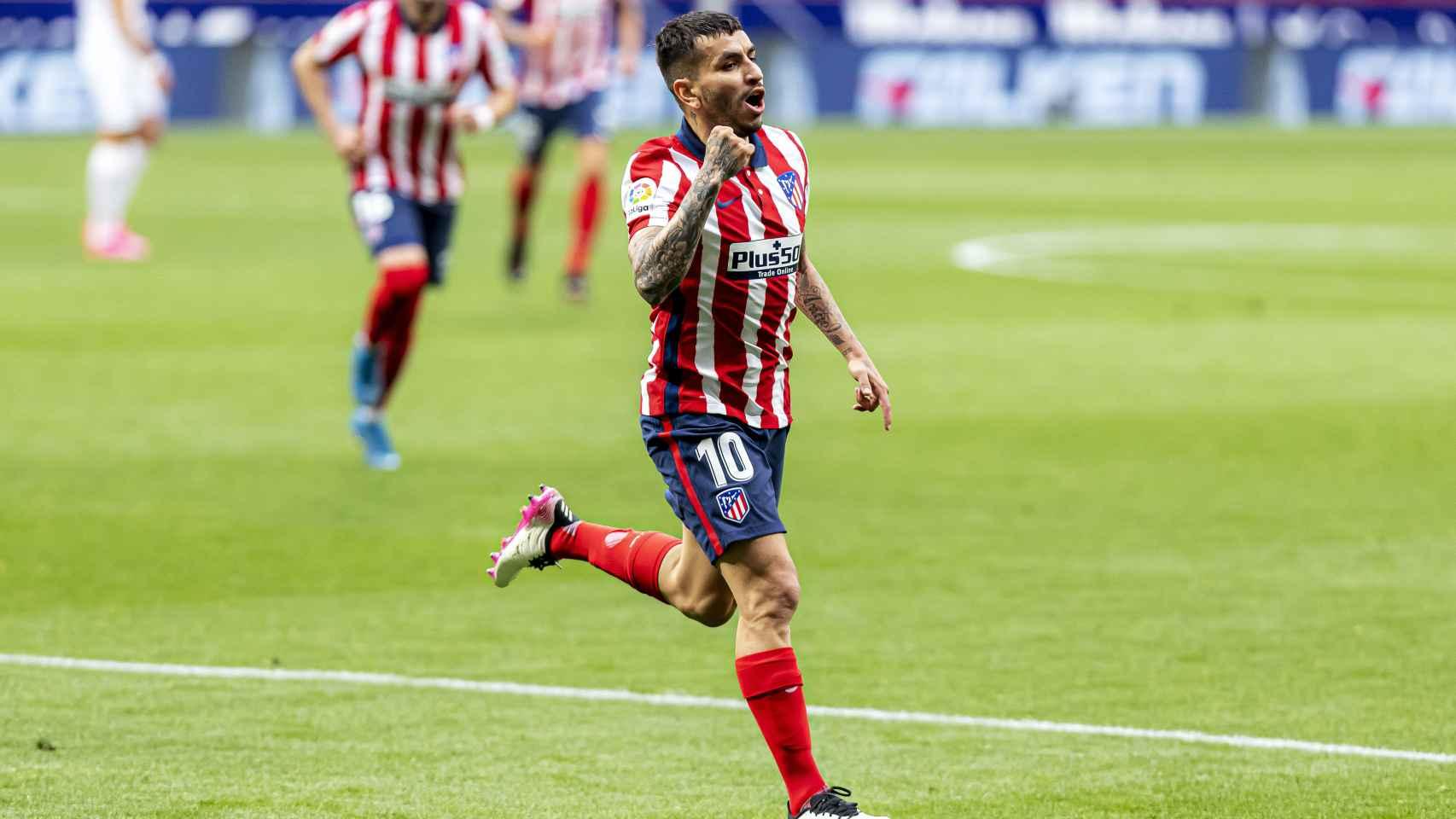 Correa celebra su gol con el Atlético de Madrid