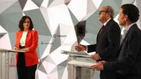 Los candidatos a la presidencia de la Comunidad de Madrid, (i-d) Isabel Díaz Ayuso, Ángel Gabilondo y Edmundo Bal, durante el inicio del debate de este miércoles en Telemadrid.