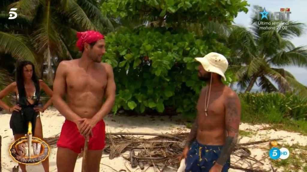Omar y Gianmarco discutiendo.