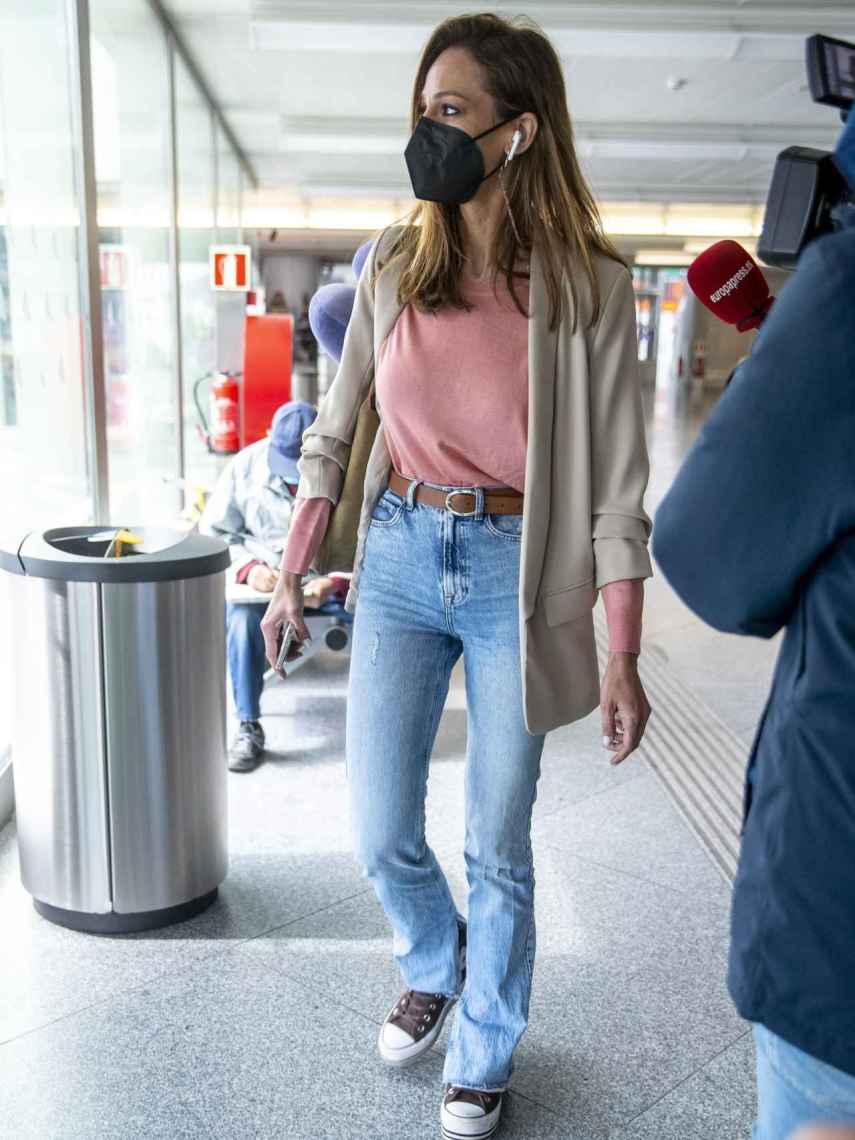 Eva González, a su llegada a la estación del AVE en Madrid.