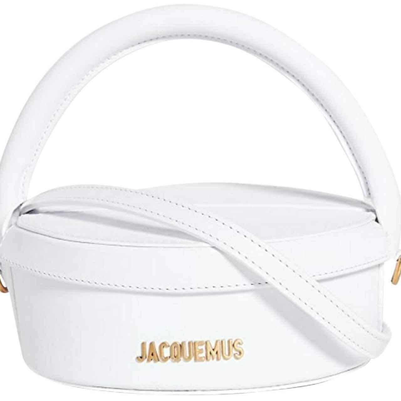 The cake box, el minibolso de Jacquemus por excelencia.