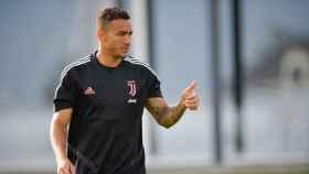 Danilo durante un entrenamiento de la Juventus