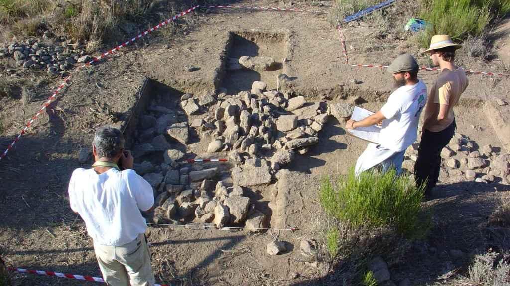 Una de las sepulturas excavadas en la necrópolis.