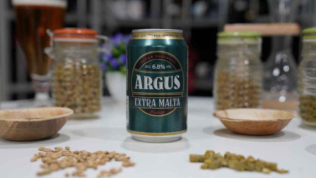 La lata de cerveza de Argus con extra de malta, la marca blanca de Lidl.