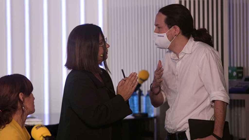 Iglesias, discutiendo con Angels Barceló en el momento de abandonar el debate.