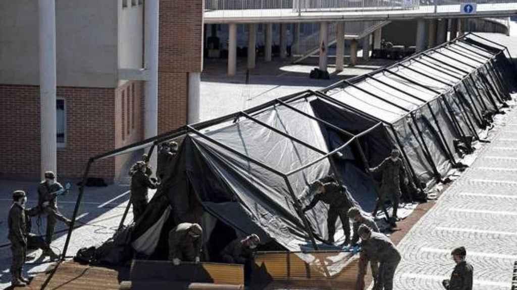 Un día después del fallecimiento de Lucía Bosé, el Ejército instaló en el Hospital de Segovia un hospital de campaña para atender a los enfermos de Covid.