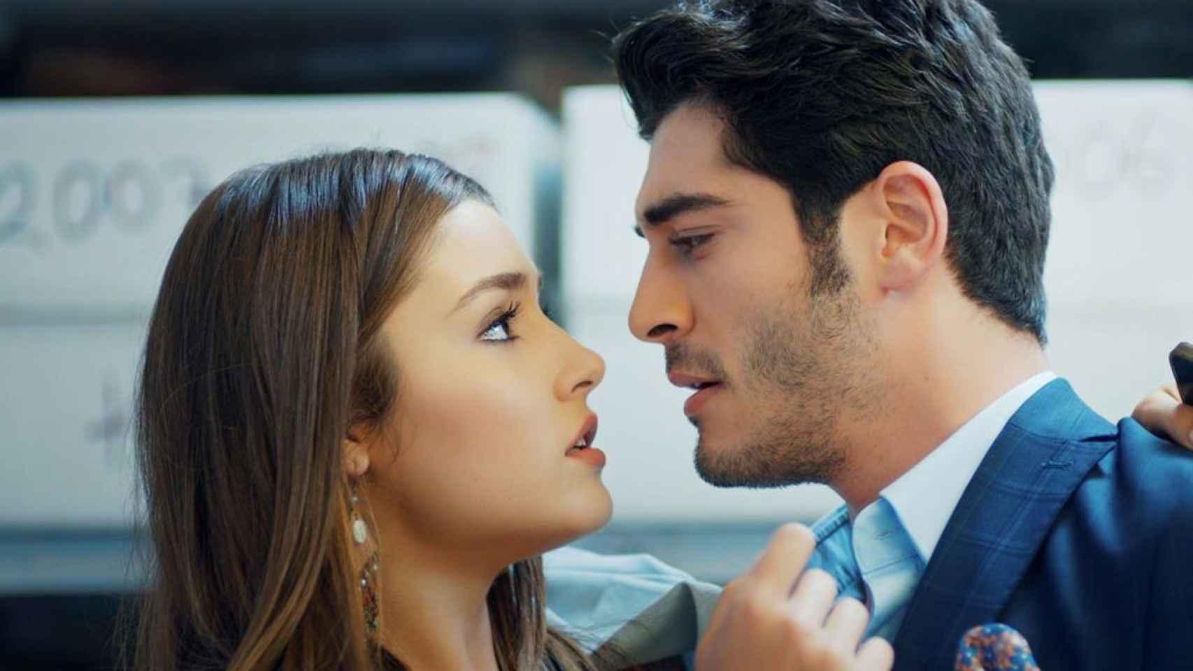 Hande Erçel, 'infiel' a Keren Bürsin: el lunes regresa a Divinity con otro romance en 'Hayat: amor sin palabras'
