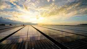 Paneles solares en una instalación.