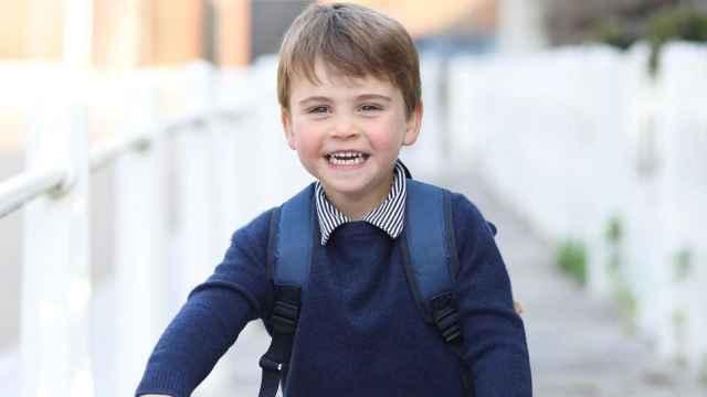 El príncipe Louis, hijo menor de Kate Middleton y Guillermo de Inglaterra, cumple este viernes 3 años.