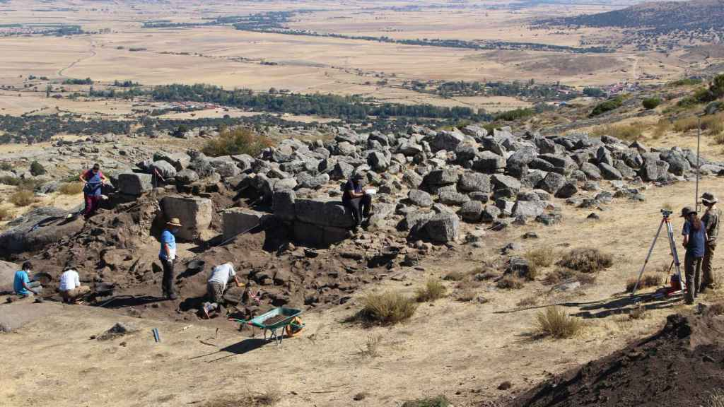 Prospecciones en la zona del torreón del castro de Ulaca.