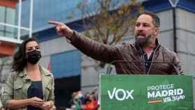 La candidata de Vox a la presidencia de la Comunidad de Madrid, Rocío Monasterio, y el presidente del partido, Santiago Abascal.