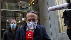 Pablo Iglesias, responde a los medios tras abandonar el debate de este viernes en cadena SER.