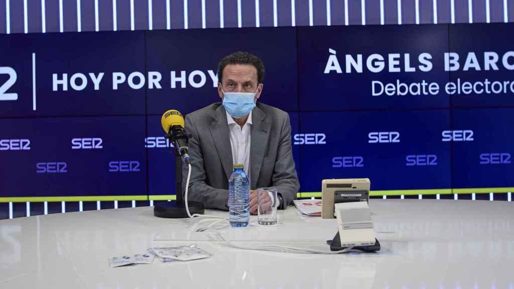 El candidato de Ciudadanos, Edmundo Bal, minutos antes de que de comenzara el debate electoral organizado por la cadena SER.