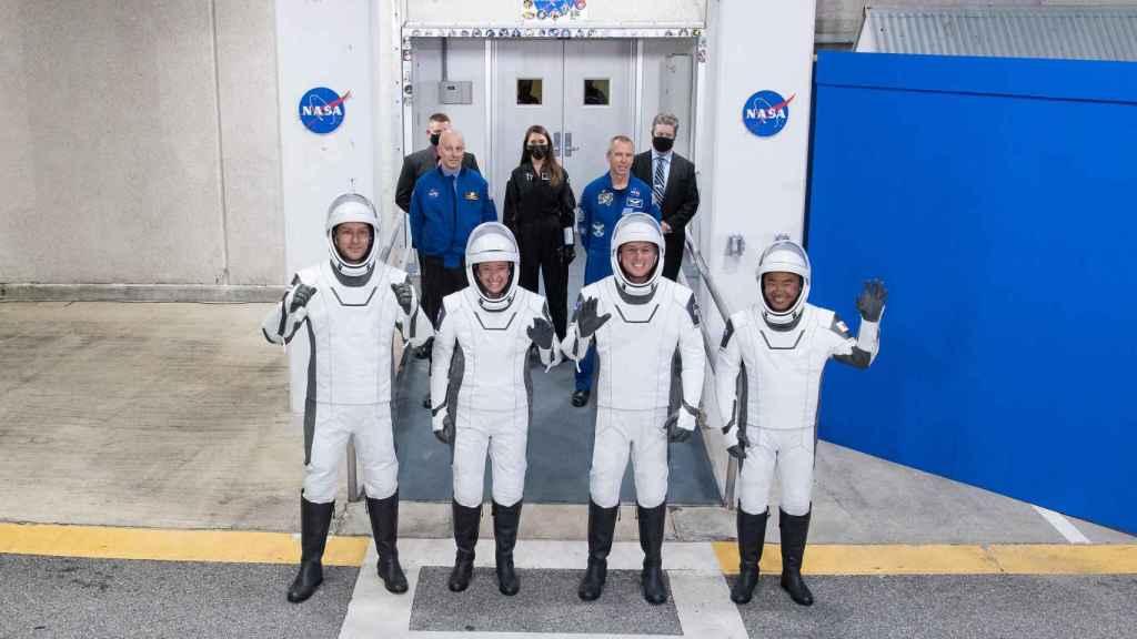 Astronautas de la Crew-2 dirección a la plataforma de lanzamiento
