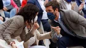 Pablo Casado junto a Isabel Díaz Ayuso en un acto de campaña.