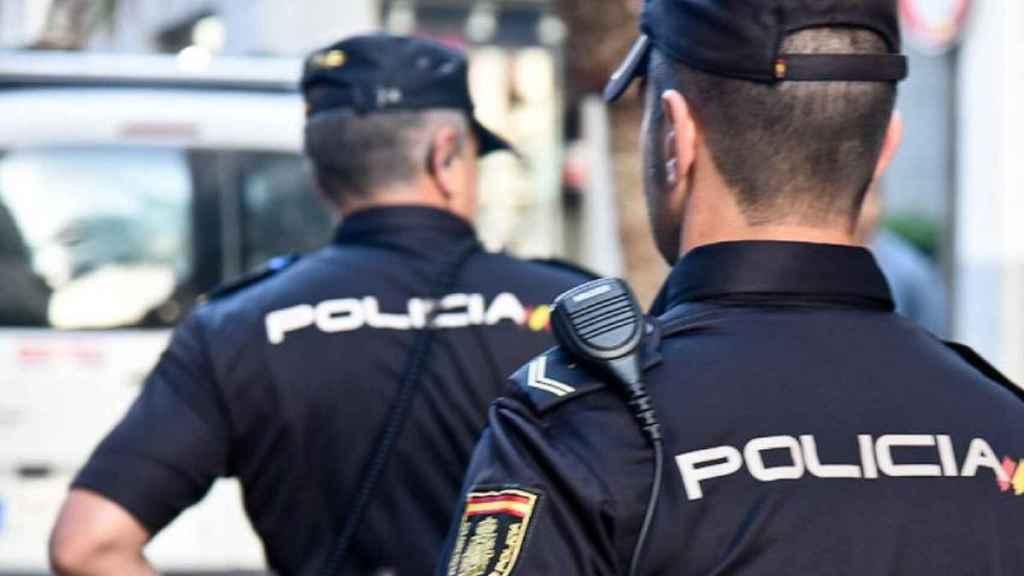 Dos agentes de la Policía Nacional, en imagen de archivo.