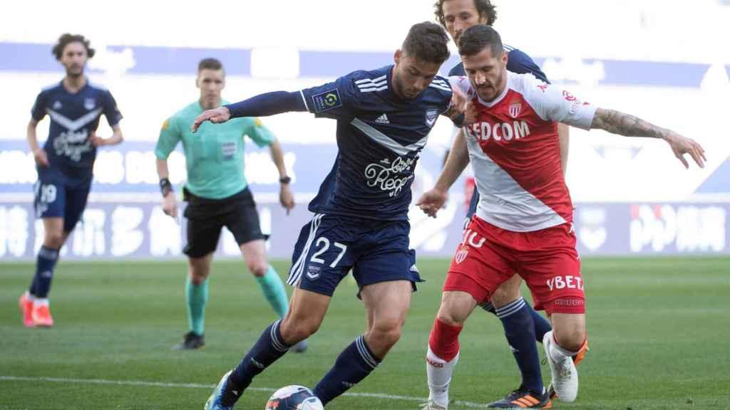 Un lance del partido entre el Girondins de Burdeos y el Monaco