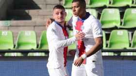 Marco Verratti felicita a Kylian Mbappé por su gol