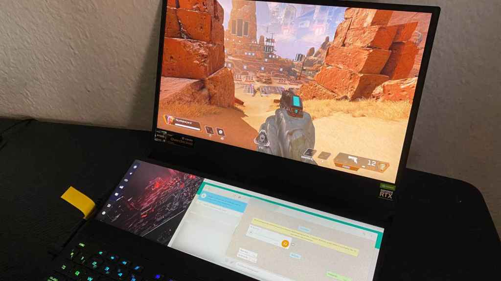 El Asus ROG Zephyrus Duo 15 SE permite jugar y usar WhatsApp al mismo tiempo