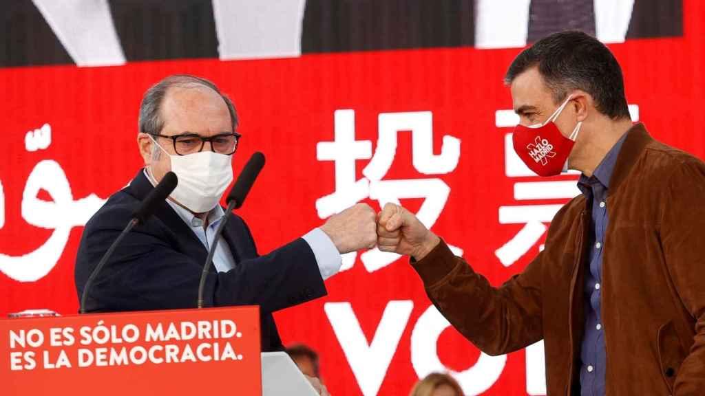 Ángel Gabilondo junto a Pedro Sánchez, en un mitin de campaña.